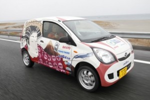 Record d'autonomie pour la daihatsu mira EV 1