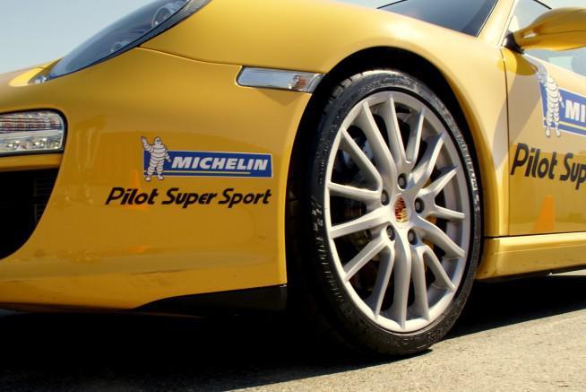 michelin-pilot-super-sport-2010-dubai-auto-buzz-02-654x437