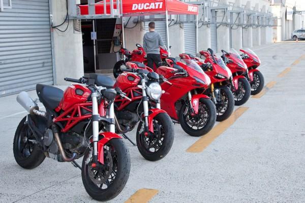 La saison moto reprend. Vous avez le choix de la couleur, tant que c'est rouge.