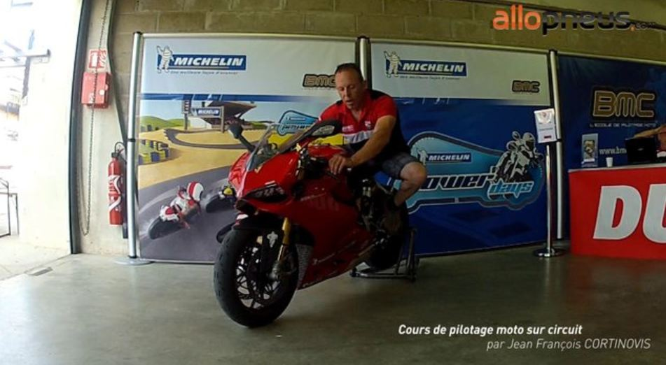 Tutorial vidéo. Pilotage de moto sur circuit