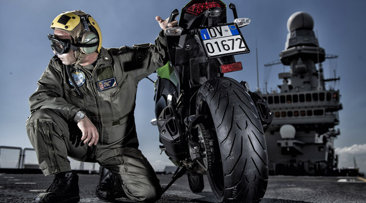 j 39 ai essay le pneu moto sport tourisme pirelli angel gt. Black Bedroom Furniture Sets. Home Design Ideas