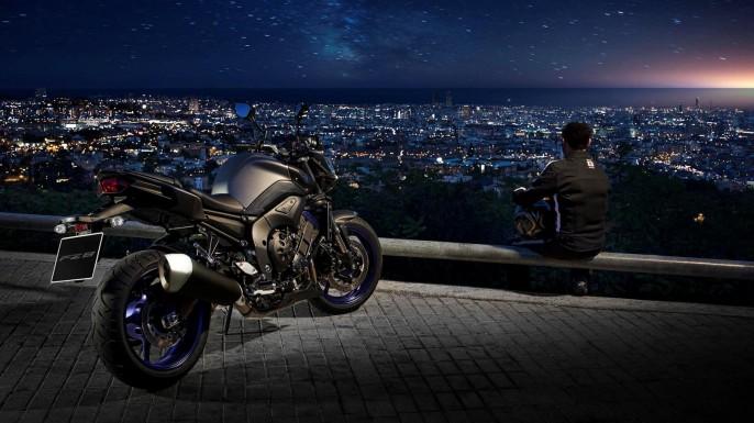 2013-Yamaha-FZ8-EU-Race-Blu-Static-001