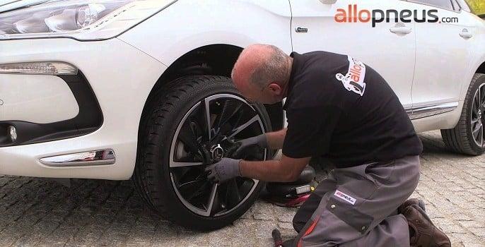 Changement de pneus : Première monte ou marché de remplacement ?