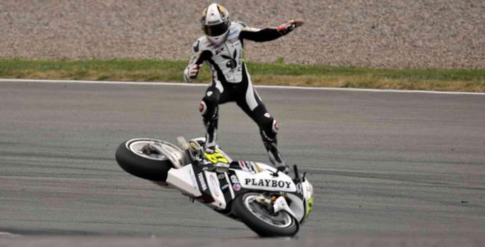 Les meilleures photos des gamelles moto sur circuit (38 images)