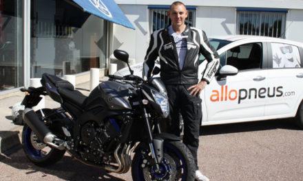 Jeu concours Allopneus : Remise d'une moto FZ8 à notre client
