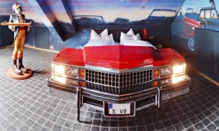 Le V8 Hotel, l'hotel pour les vrais passionnés auto. [19 photos]