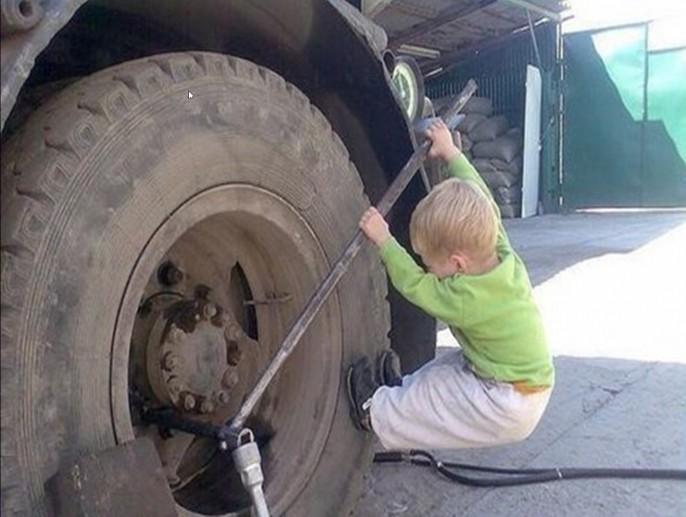 Ce petit bonhomme est ambitieux pour son âge !