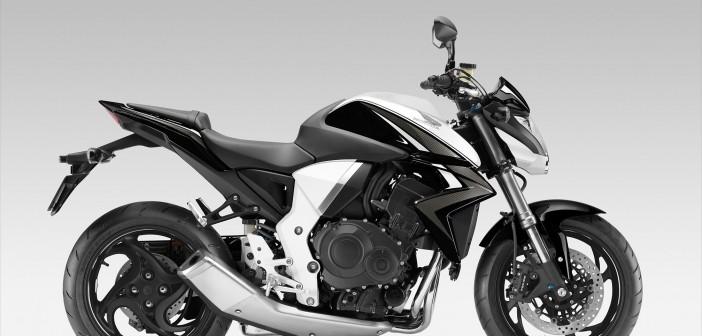 moto 11 pneus sport tourisme test s premium et co chewing gomme. Black Bedroom Furniture Sets. Home Design Ideas