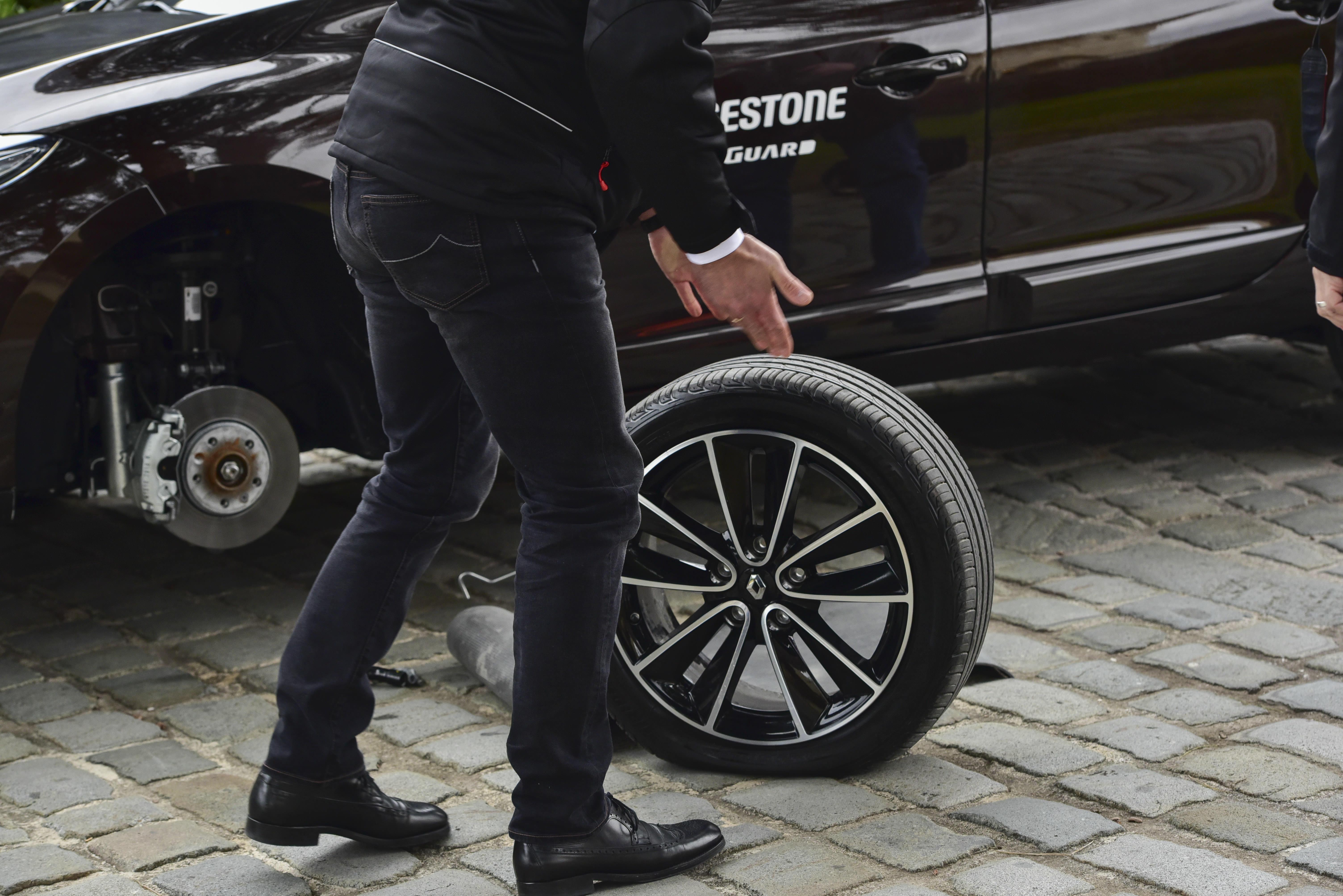 bridgestone r volutionne le runflat avec leur nouveau pneu driveguard notre essai en. Black Bedroom Furniture Sets. Home Design Ideas