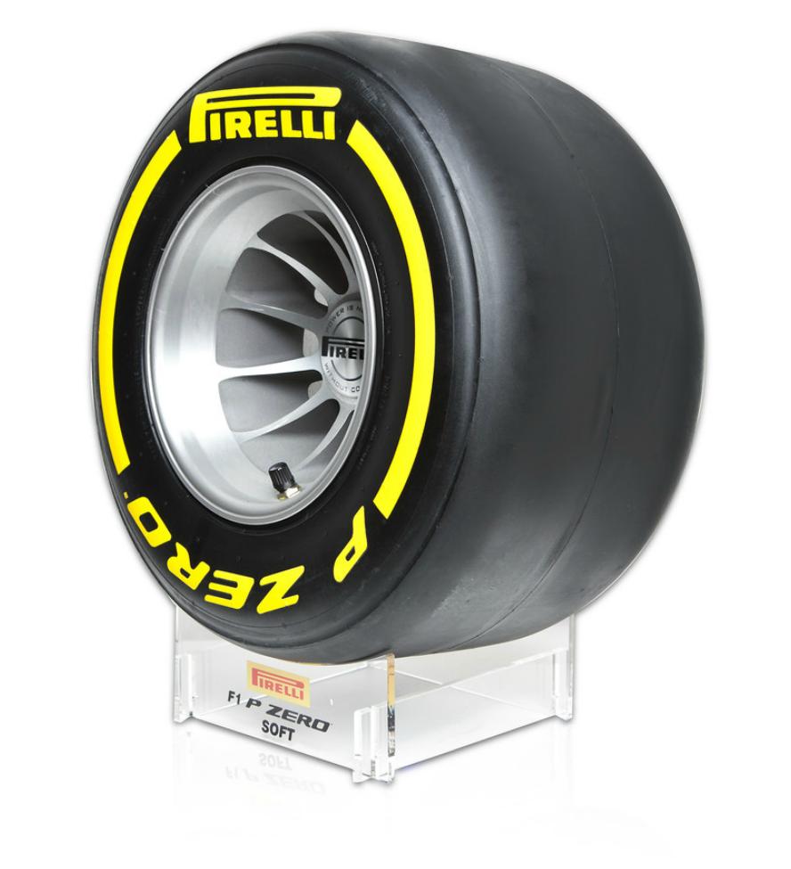 edito 131 pirelli vous fait gagner une r plique de pneu f1 chewing gomme. Black Bedroom Furniture Sets. Home Design Ideas