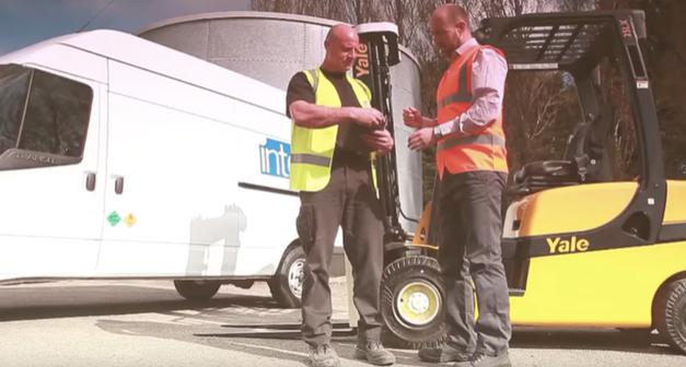 Nouveau : service de montage sur site pour les pneus pleins des chariots élévateurs