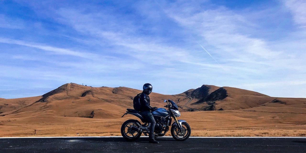 Moto et chaleur : comment rouler en été