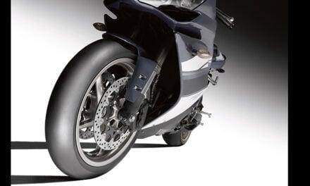 Dunlop domine les tests de pneus piste slick